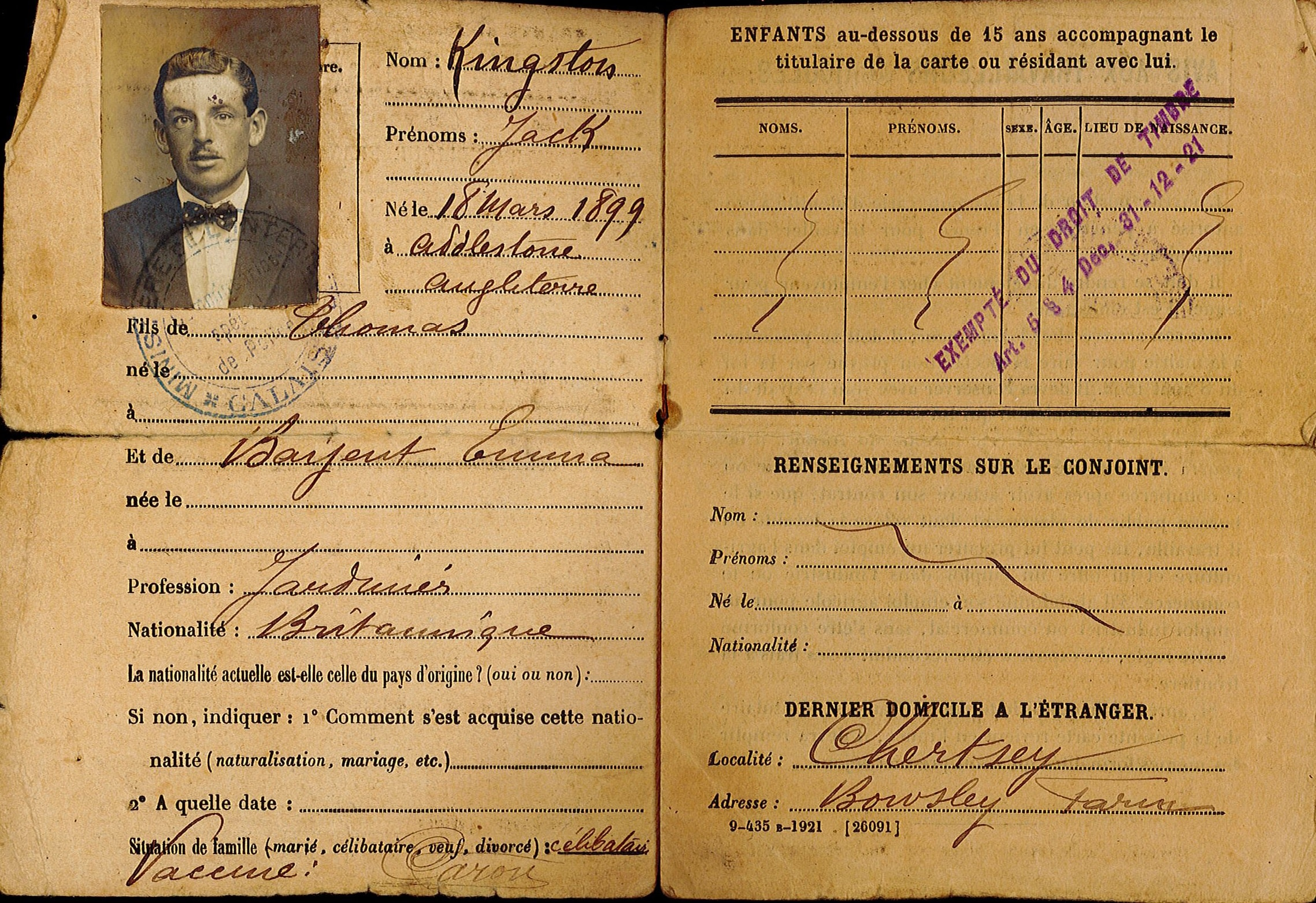 Two pages with photograph of man with moustache wearing bowtie, text in French